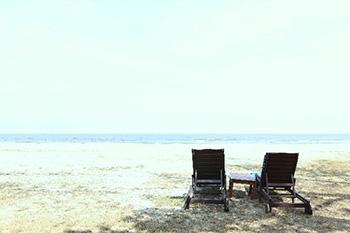 白い砂浜とチェア
