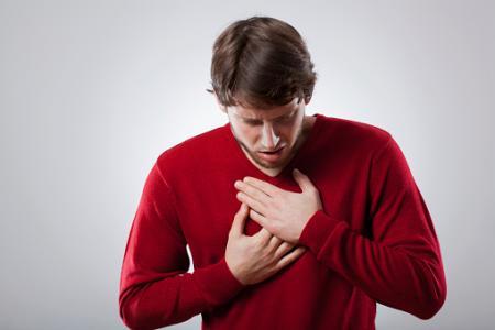 男性は女性よりも若年で心房細動を発症
