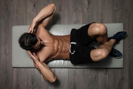 筋肉増強に固執する男性は他の問題も