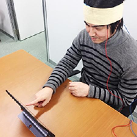 電気刺激との併用で発話訓練効果が向上か