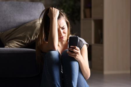 SNS使用で女児のメンタルヘルス悪化