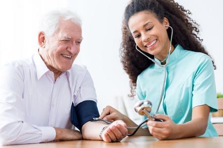 厳格な降圧が高齢者の死亡リスクに